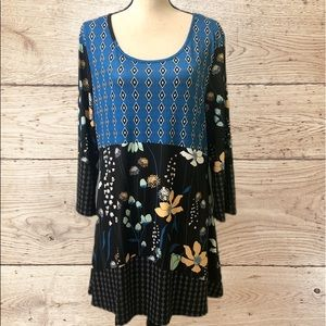Lilly Blue/Black Floral Tunic slightly fitted